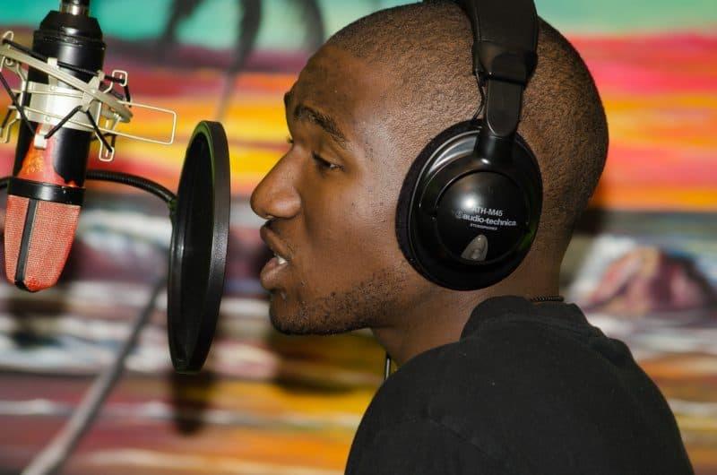 condenser microphone recording vocals