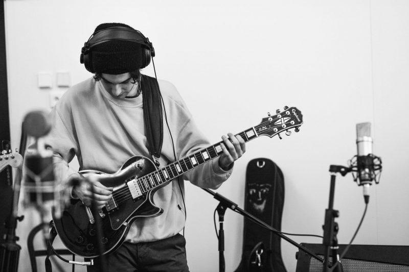 recording guitar