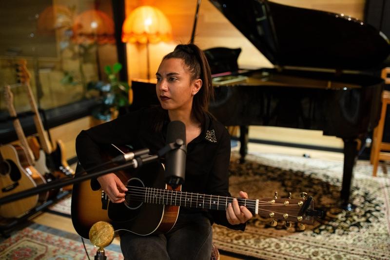 recording acoustic guitar in a studio